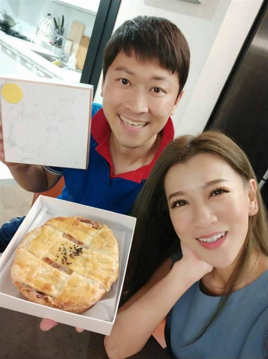 侯昌明(左)與曾雅蘭投入派店經營。(尚亮娛樂提供)