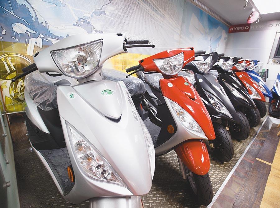 行政院長蘇貞昌指示財政部研議調降輕型代步機車貨物稅。(杜宜諳攝)