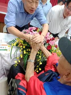 103歲人瑞韓粉終於圓夢 跟韓國瑜握手合影