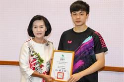 林昀儒捐20萬 助宜縣府免費營養午餐政策