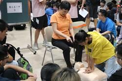 中部這間學校新鮮人 得先上急救課程