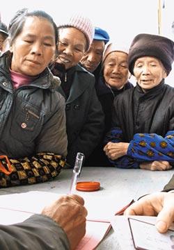負擔龐大 鼓勵開發老年保險