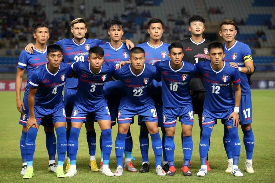 中華男足對約旦先發11人賽前合照。(李弘斌攝)