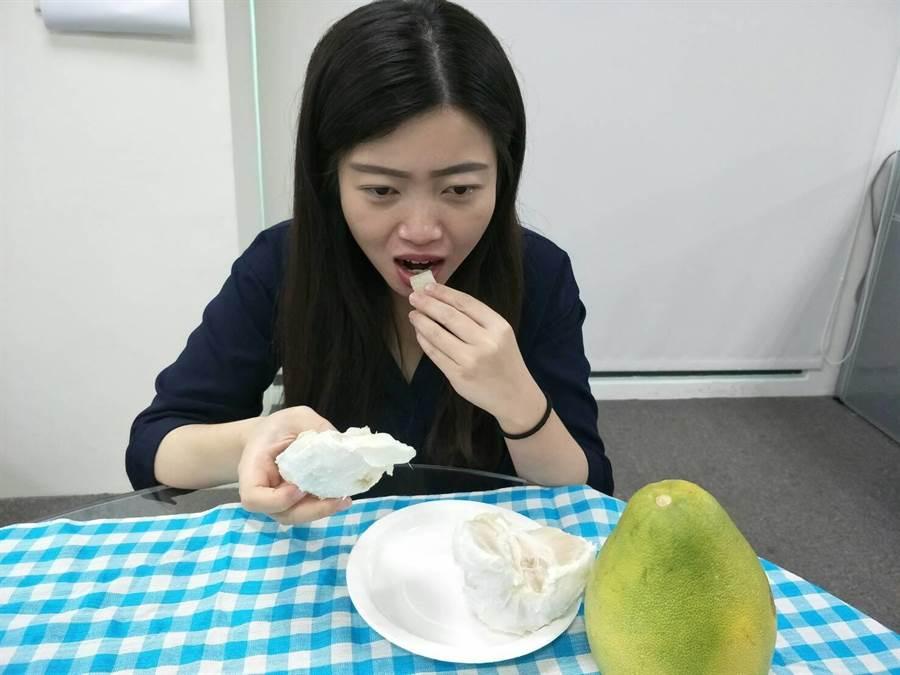 柚子有許多優點,但仍不可過量食用。(陳淑娥攝)