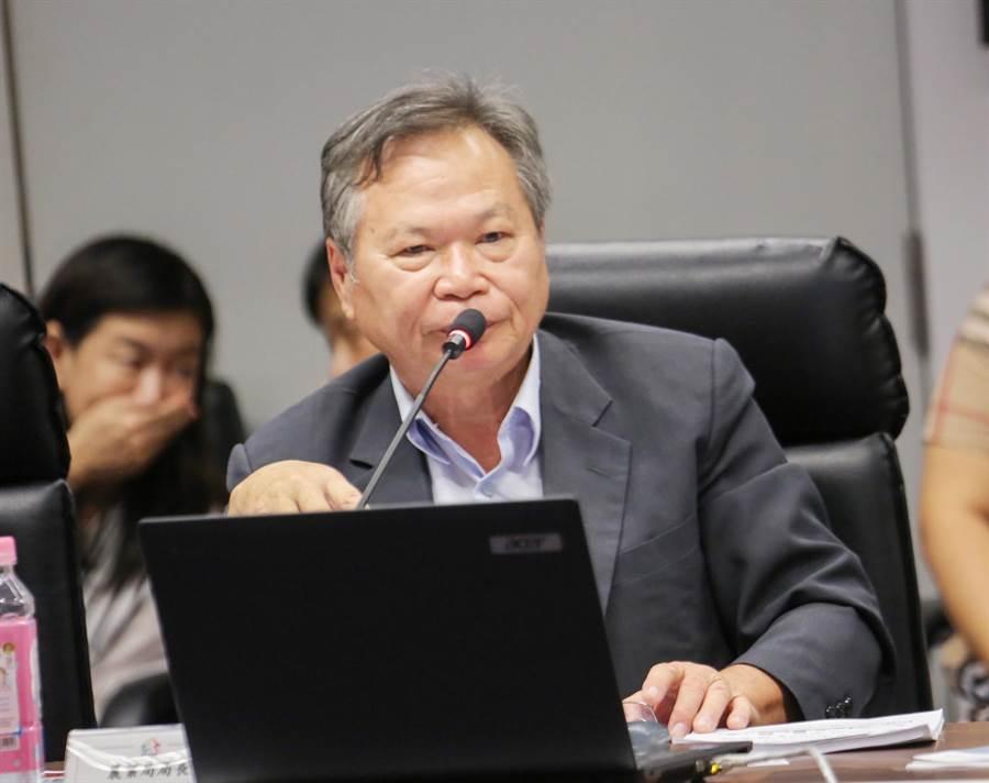 台中市政府農業局長蔡精強於市政會議中,以「2020世界蘭花會議暨展覽籌備情形」為主題,進行專案報告。(陳世宗攝)