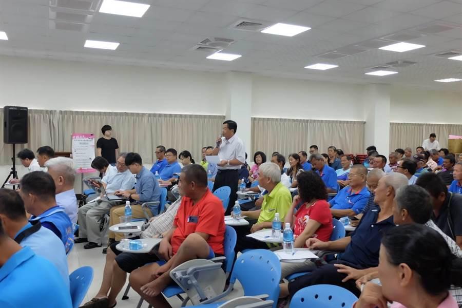 漁業座談彰化場,民眾與官員展開互動、交換意見。(農委會提供/廖德修傳真)