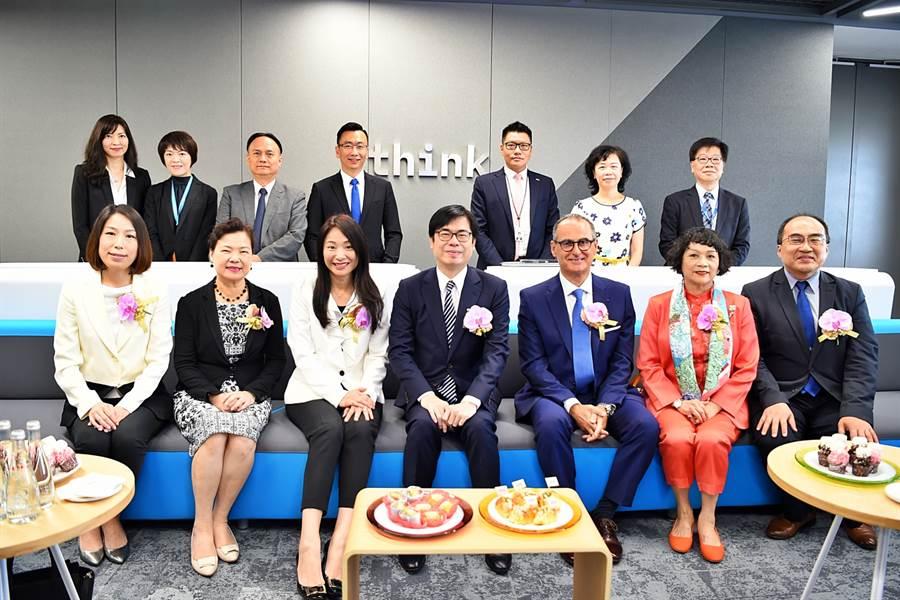 行政院副院長陳其邁10日出席「IBM客戶中心開幕記者會」。(圖/行政院)