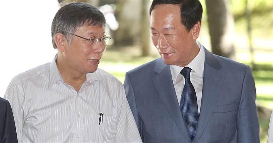 台灣民眾黨主席柯文哲與鴻海創辦人郭台銘11日上午6時,一同前往新竹城隍廟參拜。(本報資料照)