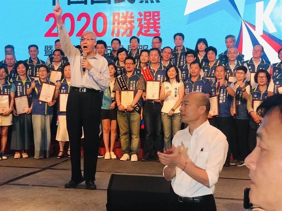 國民黨主席吳敦義為國民黨總統參選人韓國瑜站台。(資料照/張穎齊攝)