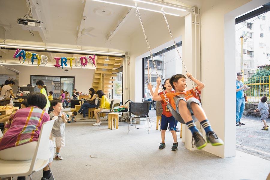 繼光工務所除了改造老屋,更以社會關懷角度創造與社區連結的空間。