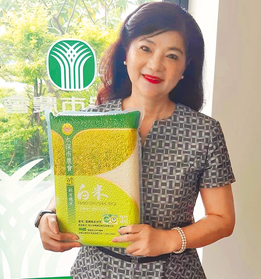 太保市農會總幹事黃麗貞指太保有機栽培過程通過驗證,產出的有機米受消費者信賴。(摘自黃麗貞臉書/呂妍庭嘉縣傳真)