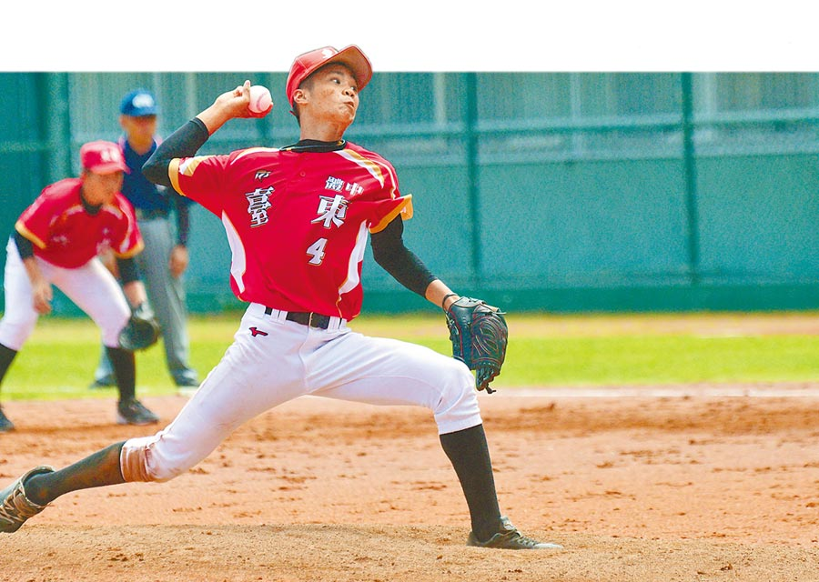 耕元盃少棒暨青少棒賽最後賽程,台東體中投手陽念祖在4強賽中完投7局。(莊哲權攝)