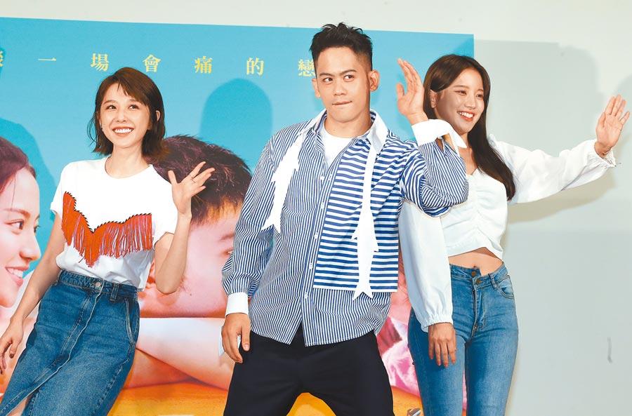 邵雨薇(左起)、李淳和蔡瑞雪一出場引起高中生瘋狂尖叫。(粘耿豪攝)