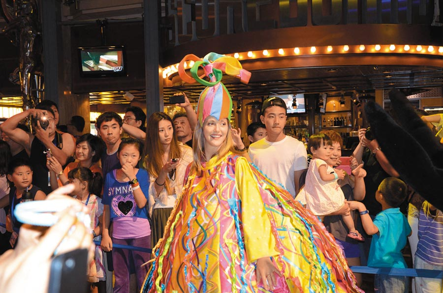美國皇家加勒比郵輪,豐富多彩的文化娛樂互動吸引陸客。(中新社資料照片)