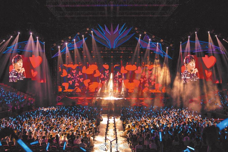 摩登兄弟上海演唱會。(取自新浪微博@諾_懿)