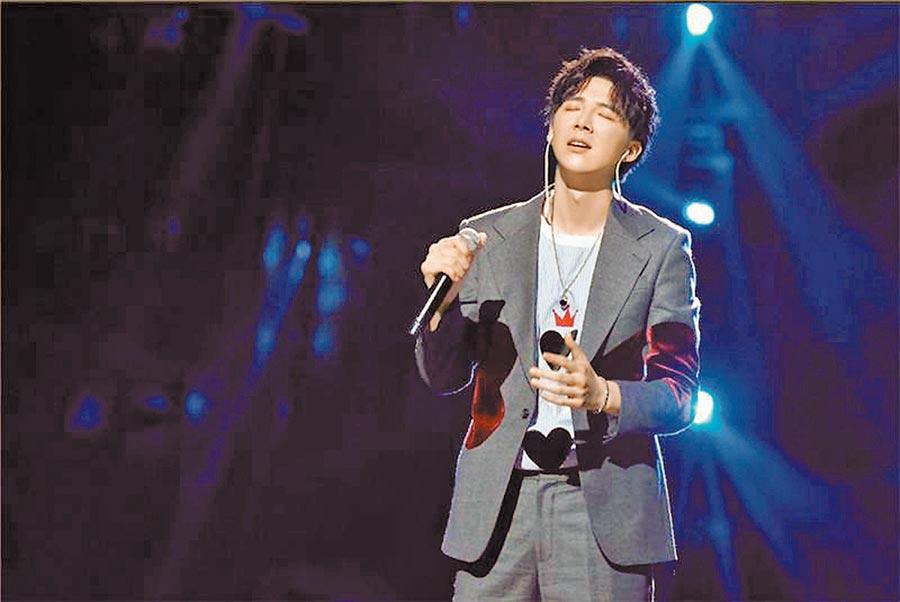 劉宇寧透過網路直播翻唱收穫千萬「粉絲」。(取自新浪微博@MD_摩登兄弟)