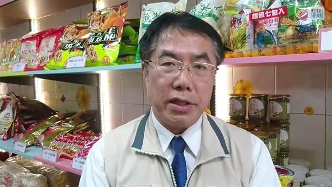 台南市長黃偉哲表示鄉親和支持者都樂於見到2人不期而遇。(莊曜聰攝)