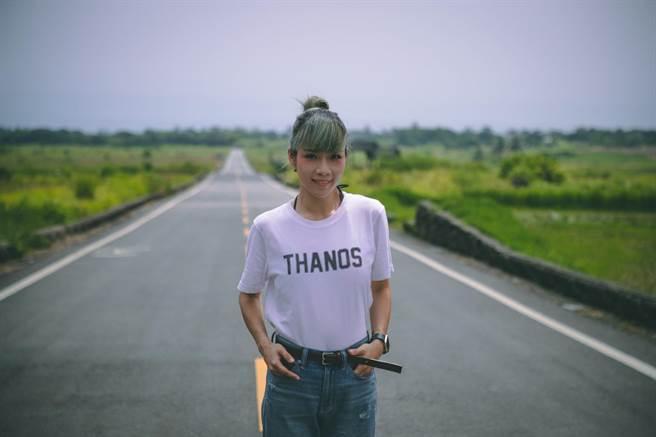 電子組合「原子邦妮」推出新歌〈我無所謂〉,特地前往台東拍攝MV。(滾石提供)