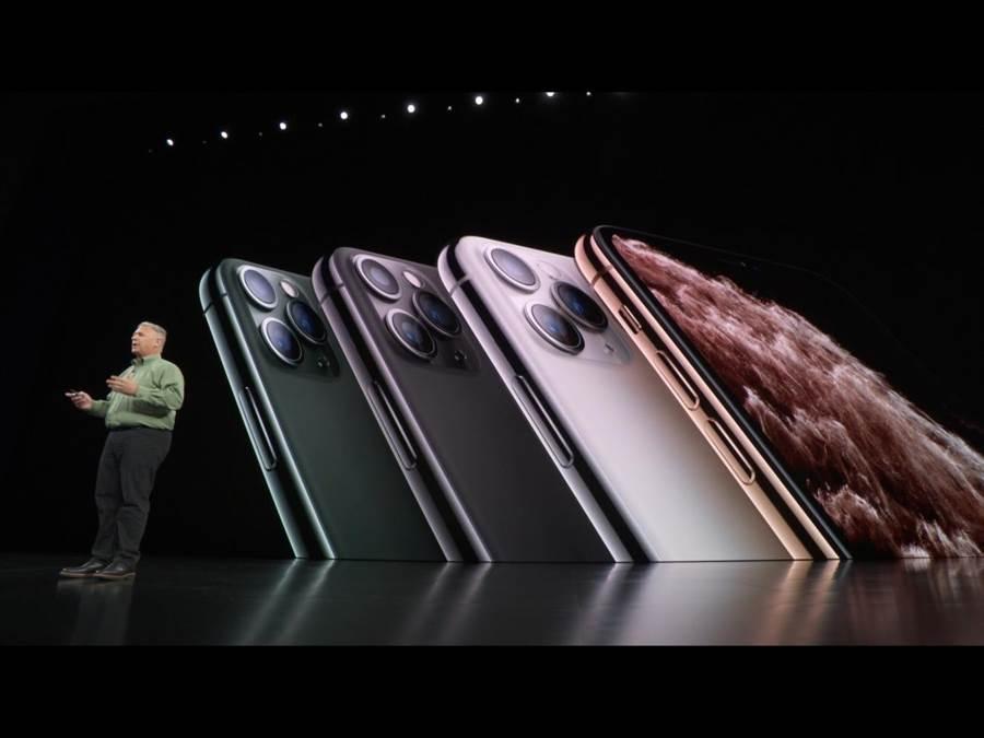 iPhone11 Pro系列上也推出全新夜幕綠midnight green新色,還有金、太空灰及銀色。(蘋果直播畫面)