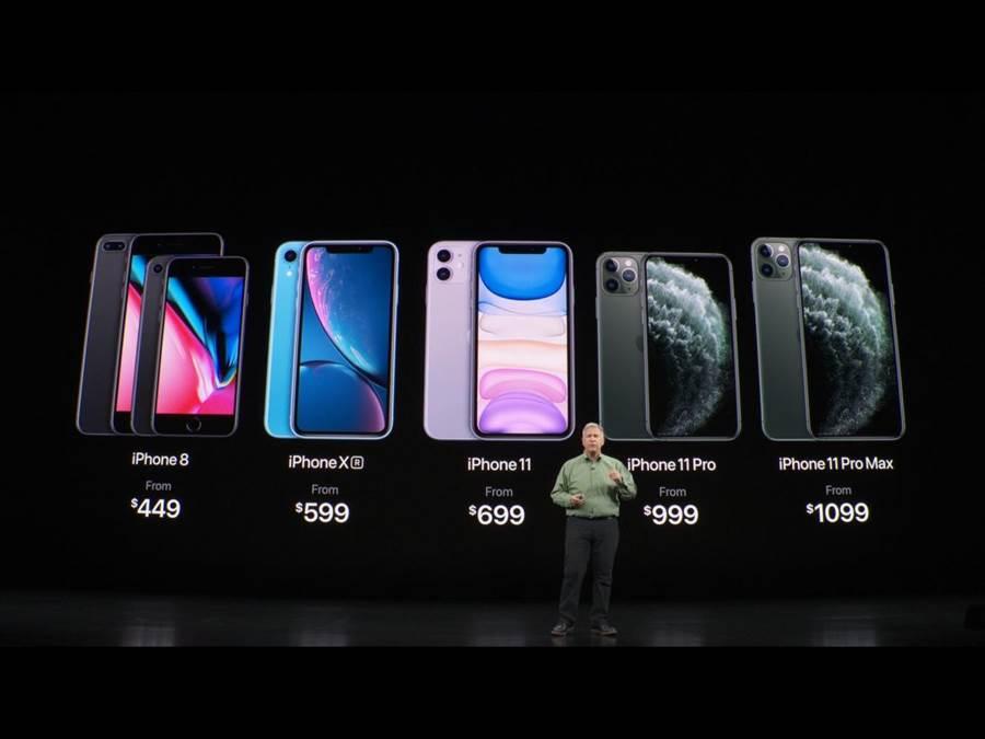 iPhone 11Pro系列的售價上維持去年的iPhone Xs系列的同價位,iPhone11還比iPhoneXR定價便宜。(蘋果直播畫面)