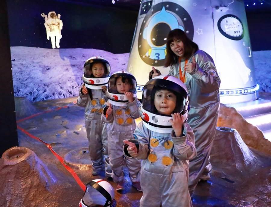 图为小小太空人。(翻摄自 BabyBoss脸书)