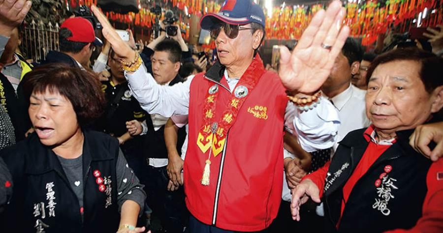 九月十七日總統參選人連署截止日,郭董是否比照黨內初選時,將獨立參選決定交由媽祖指示,備受各界關注。