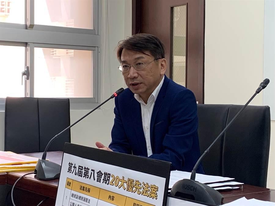 時代力量黨主席徐永明表示,如果鴻海創辦人郭台銘參選總統變成「三腳督」,蔡英文總統的優勢將會下降。(林縉明攝)