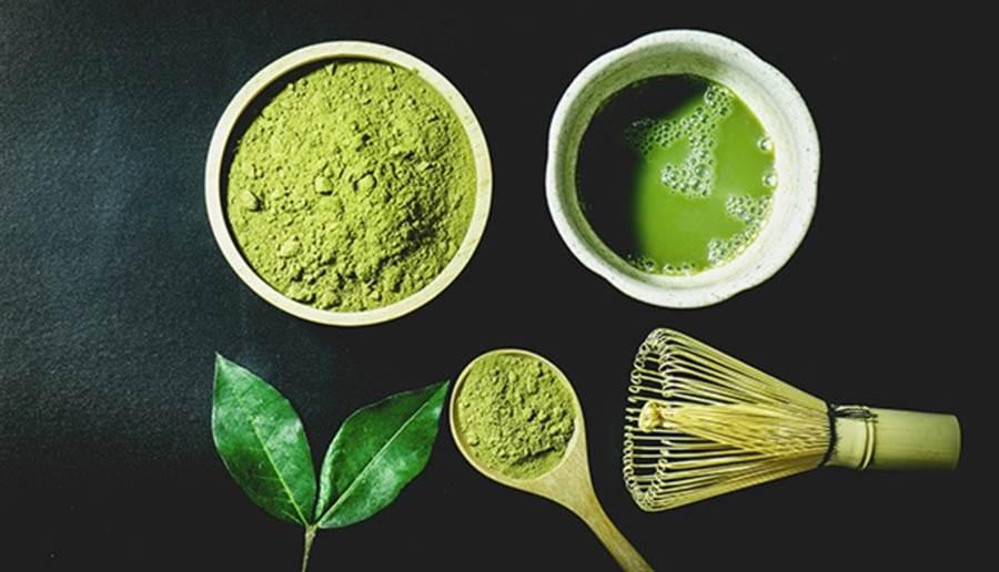 製作抹茶的茶葉會特別挑過,只使用春茶,香氣較佳、苦澀物也較少。(圖片來源:pixabay)
