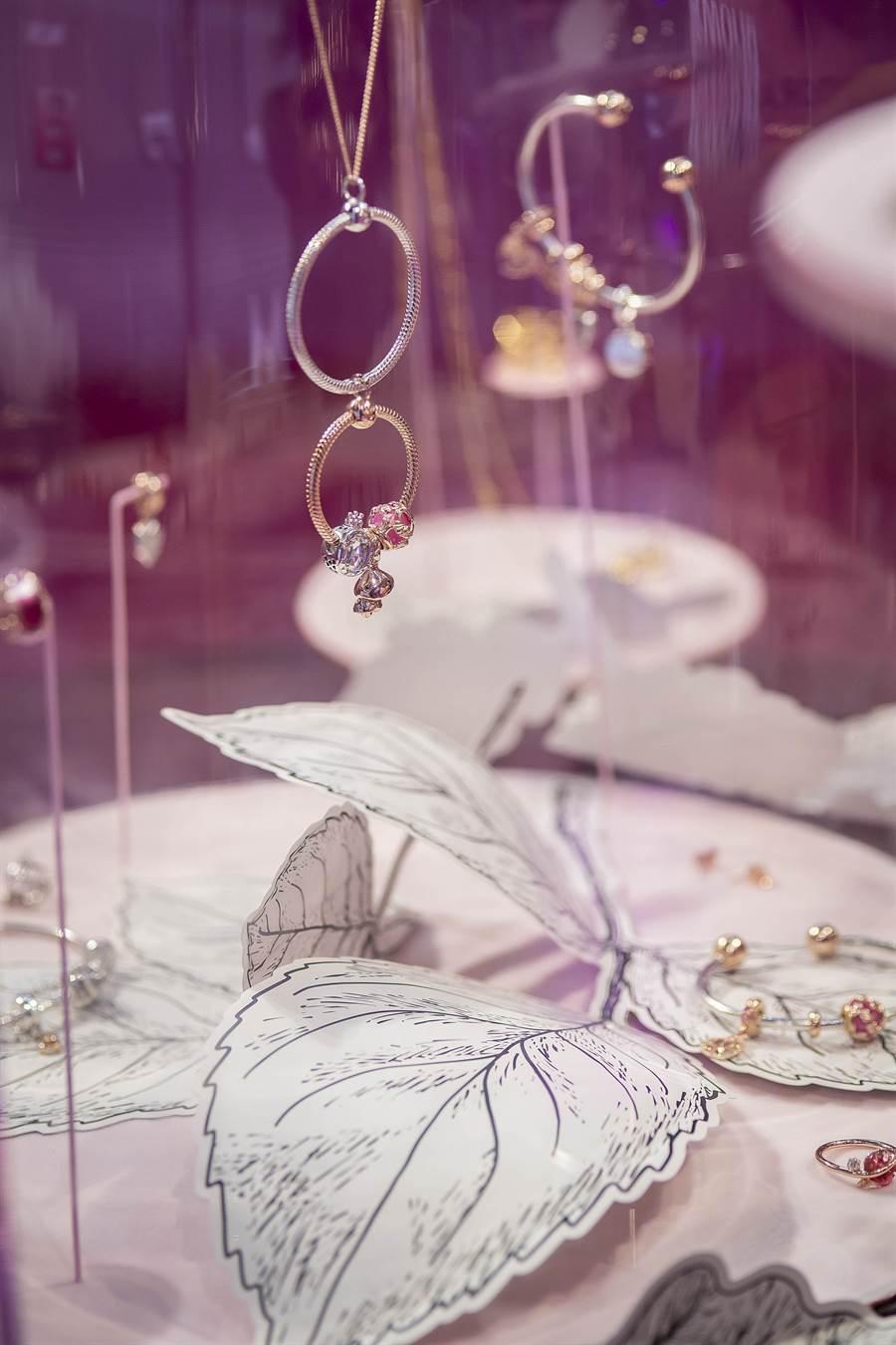 PANDORA在華山文創園區打造「#WhatDoYouLove」體驗展,以一片浪漫粉紅襯托珠寶之美。(PANDORA提供)