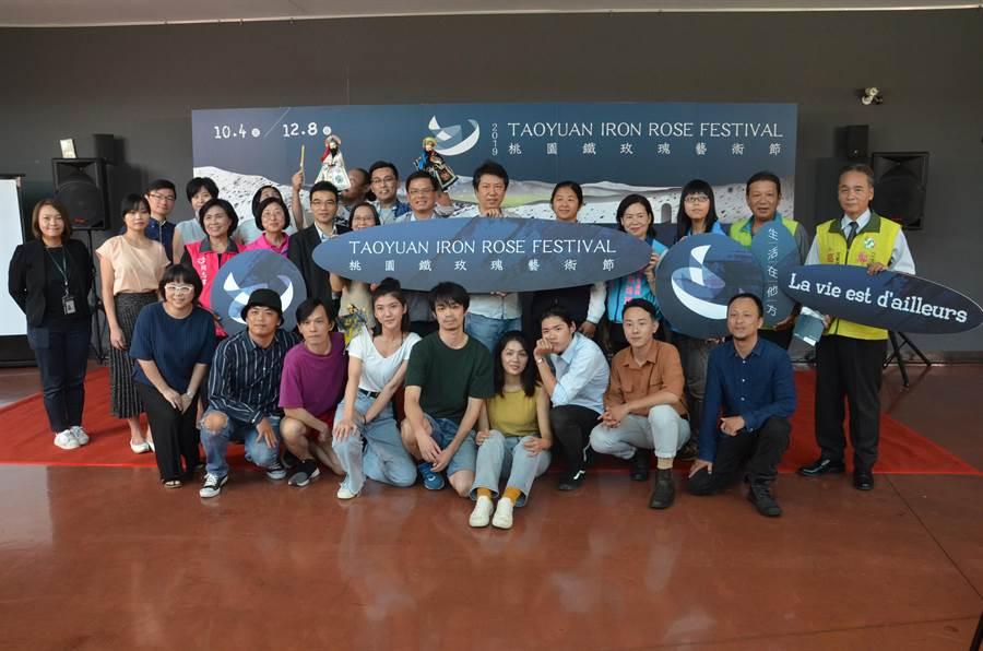 桃園鐵玫瑰藝術節開始售票,今年以「生活在他方」為策展主題,邀請韓國、德國、法國等團隊,帶來11齣節目。(賴佑維攝)