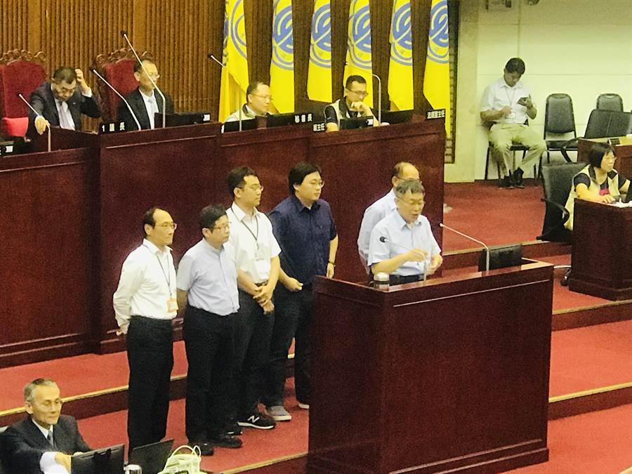 台北市長柯文哲和加入台灣民眾黨的局處長排排站。(張穎齊攝)