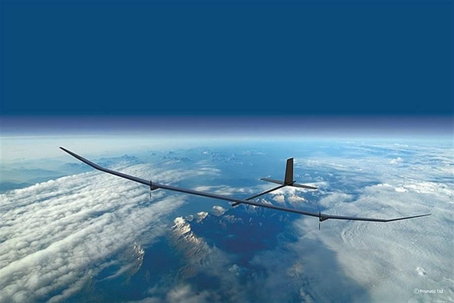 太陽能飛機可在白天用陽光飛行,晚上以電池支持,理想的情況可以持續飛行1年不必返航。(圖/BAE System)