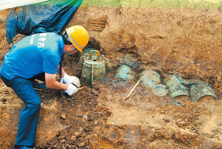 曾伯克父青銅器為周代曾國高級貴族所有。圖為2013年7月4日,湖北隨州葉家山發現曾國古墓,是西周早期最大的古墓。(新華社)