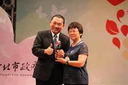 嫁給教育40年 吳慧蘭獲頒資深優良教師