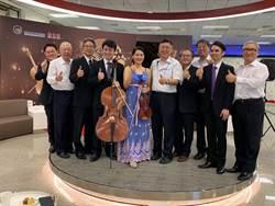 台北機場樂音飄揚 新東陽邀旅客嚐月餅歡度佳節