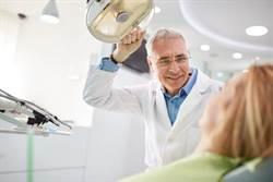 治牙周病要24萬?醫院裡的醫生跟護理師都笑了