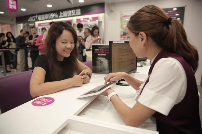 台灣之星今(12)日搶先抽出全新iPhone 11開賣優惠。(台灣之星提供/黃琮淵台北傳真)