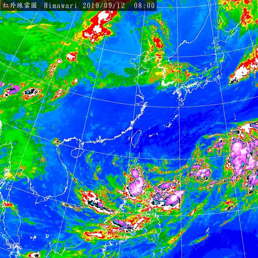 圖為台灣東南方、菲律賓東方海面上的「熱帶低壓(TD21)」,即將成颱。(氣象局)