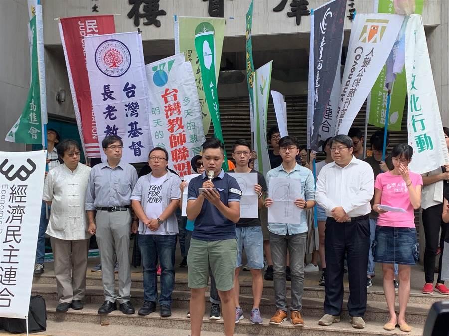 台灣青年、學生、在台港人及公民團體發起「九二九台港大遊行撐香港、反極權」行動,活動當天下午遊行隊伍將從濟南路出發並舉行晚會。(林縉明攝)