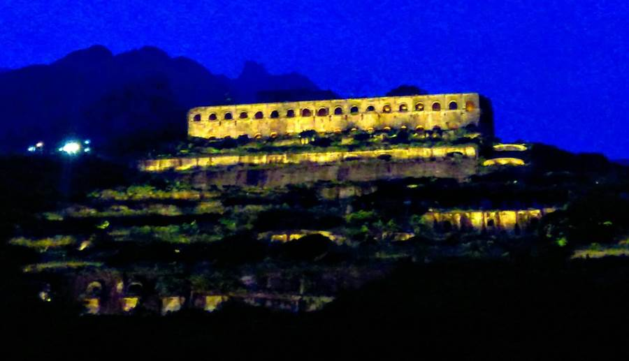 有台版「天空之城」之稱的十三層遺址,明將點燈點亮中秋夜晚。(台電提供/許家寧新北傳真)