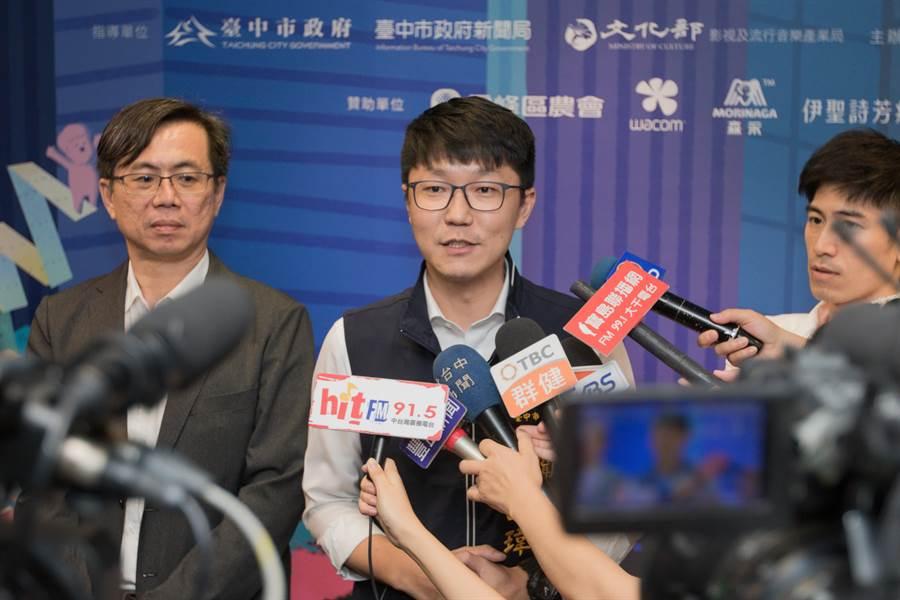 台中市政府新聞局長黃國瑋12日搶先公布開、閉幕片單《衝出迷境》及《喀布爾之燕》。(盧金足攝)