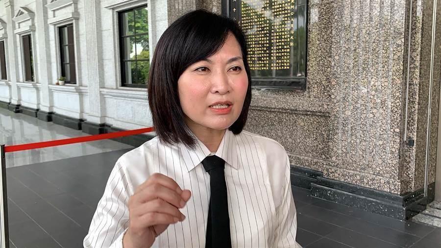 高市議員陳麗娜批郭董凌遲戲碼結束,反助支持者更加團結。(柯宗緯攝)