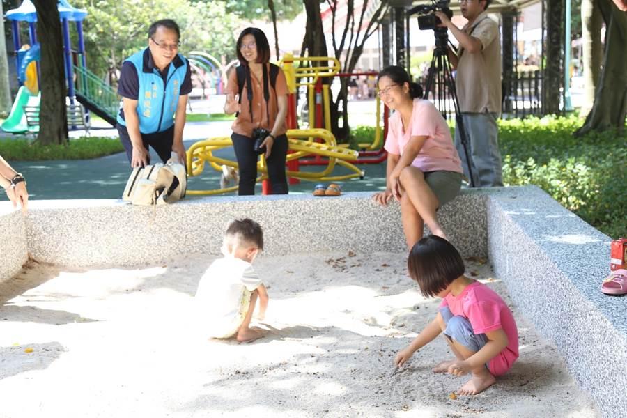 為提供孩童優質遊憩場所,打造都市親子公園,新北市中和區公所於今(12日)上午舉行啟用茶會。(中和區公所提供/葉書宏新北傳真)