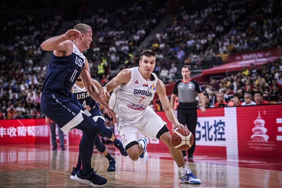 塞爾維亞前鋒波達諾維奇單場投進7顆三分球,貢獻28分。(摘自FIBA官網)