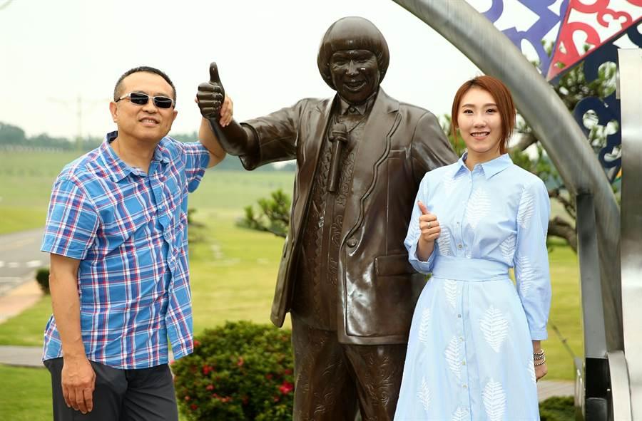 謝順福(左)跟謝金晶在父親豬哥亮過世期間打點許多事。(資料照)