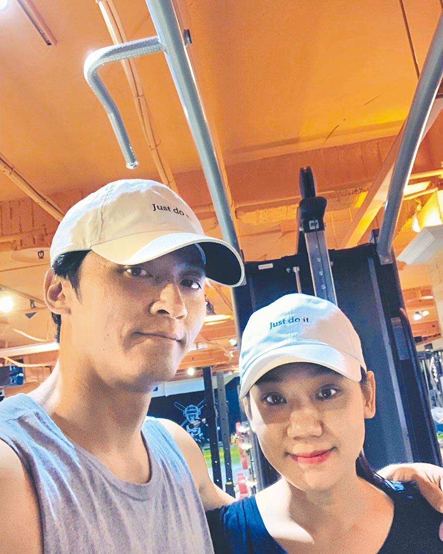 馬俊麟(左)與老婆一起健身。(摘自馬俊麟IG)