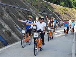 侯友宜騎自行車 體驗河濱自行車道最後一哩路