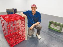 德藝術家來台駐村 塑膠籃變藝品