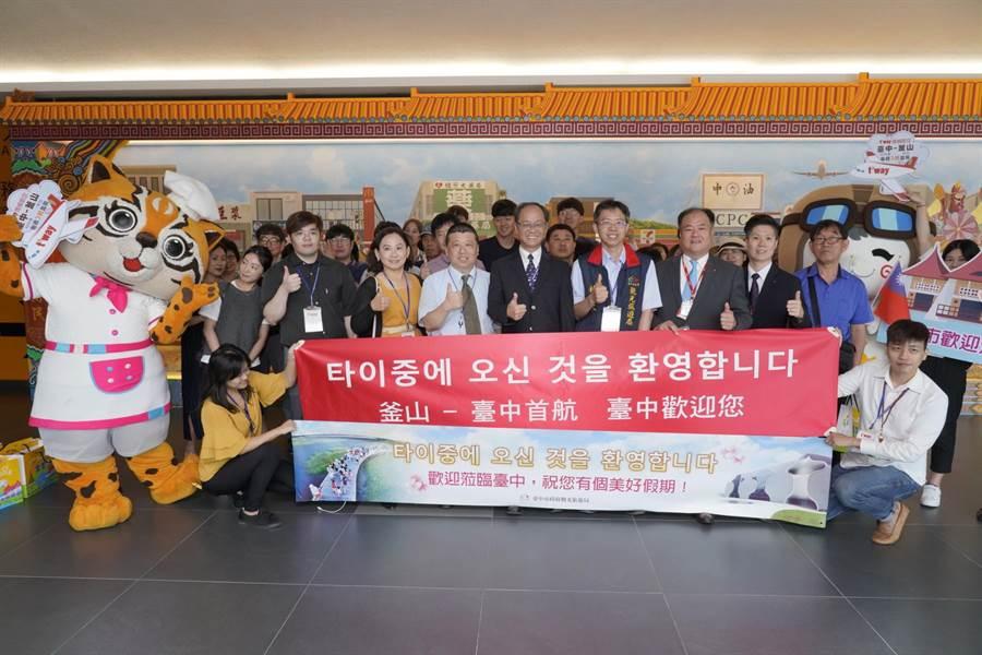 前景看好!韓國釜山直飛台中首航搭乘逾9成。(盧金足攝)