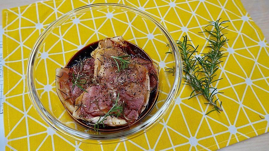 新鮮的迷迭香可於醃漬肉類時加入,增添風味。(圖取自新北市景觀處官網)